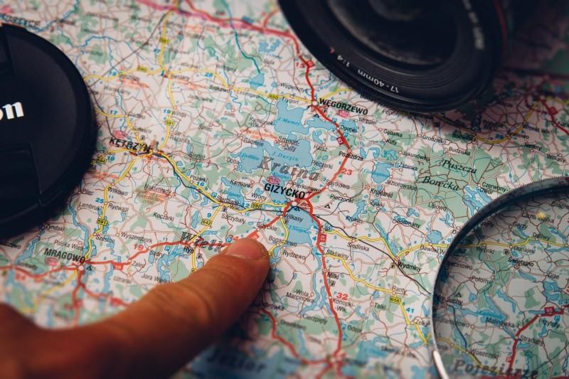 camera-lens-map-finger