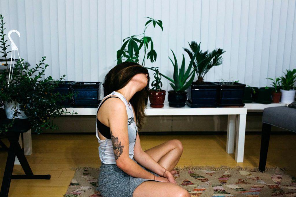 Ejercicios yoga en casa - estiramientos - La Tienda Home