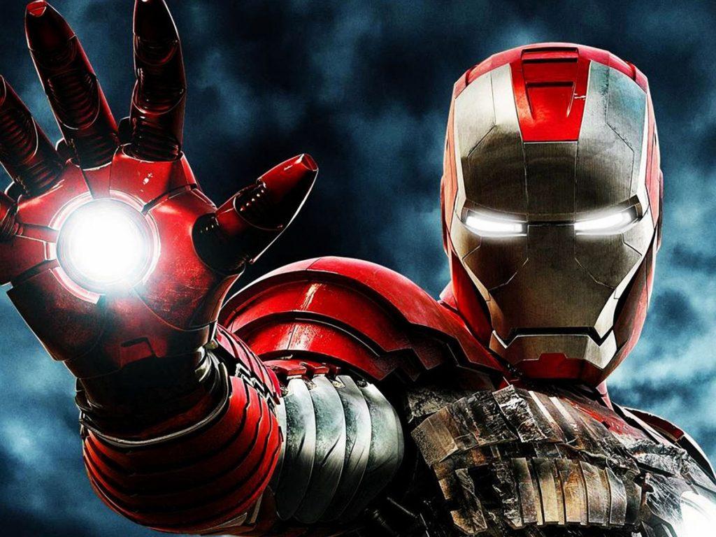Iron man con la mano en posición de ataque