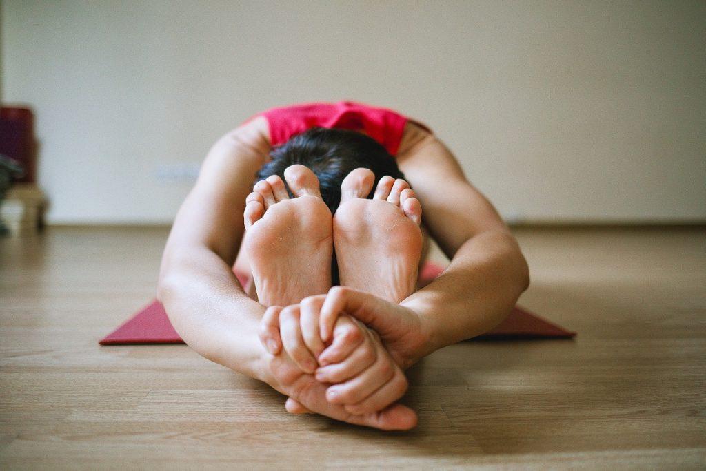 Ejercicios yoga en casa - estiramientos de flexibilidad - La Tienda Home
