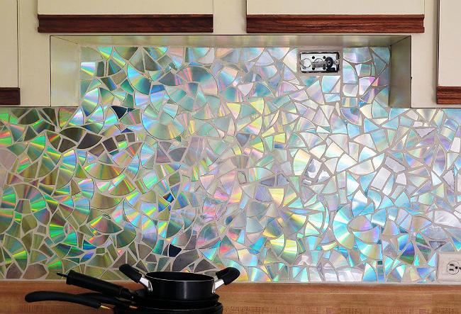 Salpicadero cocina decorado con CD reutilizados - La Tienda Home