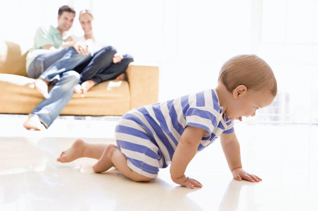 Bebé juega y gatea bajo vuestra supervisión - La Tienda Home